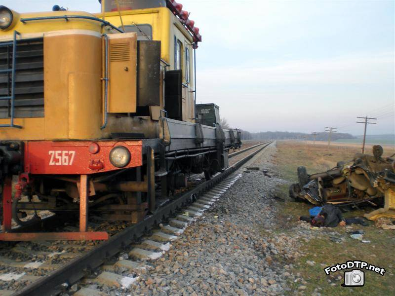 Фото ДТП - кровавая авария на железнодорожном переезде (15 фотографий)